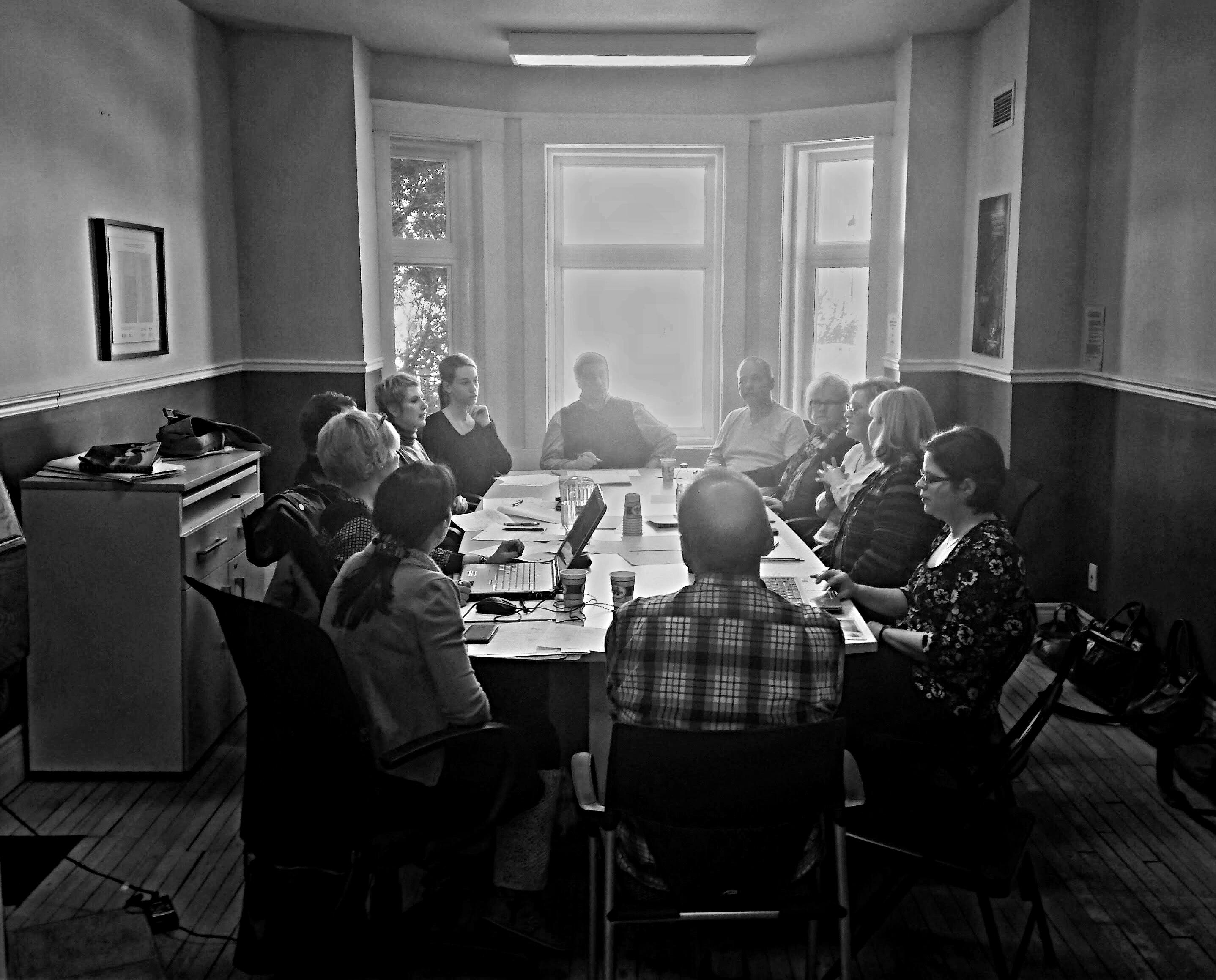 Quelques membres du groupe de compétence «Musique» en pleine séance de travail.photo: Shirley Claveau, Culture SLSJ, février 2017